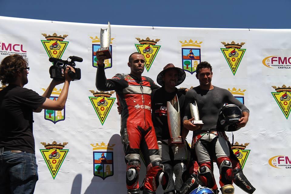 De idda. a dcha. Martínez, Hernández y Sáez, podium de lujo. Foto M.A. Fernández
